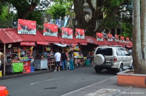 Food stalls along the bike and jog lanes.