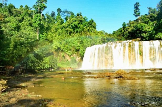 Tinuy-an Falls and a rainbow