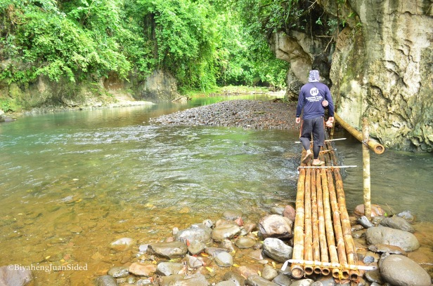 the first bamboo bridge going to the caves complex