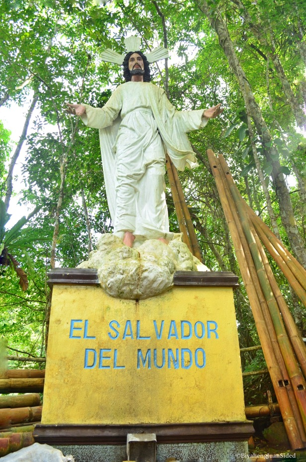 The statue of El Salvador del Mundo at the rest area