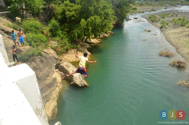 a young child just jumped off the bridge near the entrance to the municipality of Pagudpud